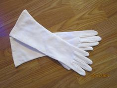 1950s Vintage White Gloves by LousLoveliness on Etsy, $52.00