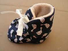couture - Laine-et-Chiffons Baby Diy Projects, Sewing Projects, Sewing Patterns Free, Free Sewing, Pattern Sewing, Sewing For Kids, Baby Sewing, Kid Shoes, Baby Shoes