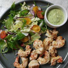 """1,552 Me gusta, 27 comentarios - Dieta sana con nutricionistas (@corporissanum) en Instagram: """"🍤🍤🥙GAMBAS PICANTES CON SALSA DE MENTA Y ENSALADA DE RABANITOS 🍤🍤🥙 Vais a flipar con este pedazo de…"""" Potato Salad, Shrimp, Potatoes, Meat, Instagram, Ethnic Recipes, Food, Mint Sauce, Recipe"""