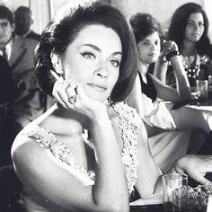 Η Χαρτοπαίχτρα - Λίλλη Παπαγιάννη Old Greek, Greek Beauty, Gorgeous Women, Beautiful, Music Tv, Old Movies, Classy And Fabulous, Greece, The Past