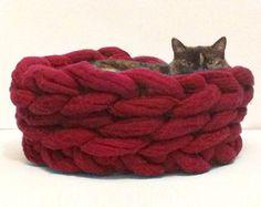 Chunky cat bed cat dog basket cat furniture cozy wool by Miauhau
