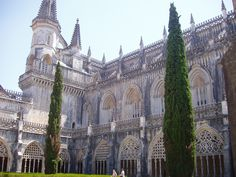 Batalha Monastery - Wikipedia, the free encyclopedia Gothic Architecture, Amazing Architecture, 15th Century, Portuguese, Old World, Barcelona Cathedral, Portugal, Battle, Cool Designs