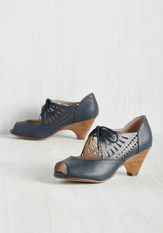 Dancey Drew Heel in Navy. Theres no mystery about who's got the best moves when youre grooving in these navy heels! #blue #modcloth
