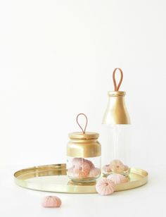 DIY Gold Jar with Leather Handle Tutorial from Monsters Circus. This is one of the prettiest and easiest DIY plain glass jar upgrade I've seen. Easy Diy Crafts, Diy Craft Projects, Crafts To Sell, Recycling Projects, Recycled Crafts, Craft Ideas, Mason Jars, Mason Jar Crafts, Glass Jars