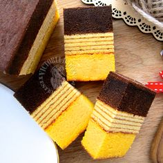 cream cheese lapis legit & surabaya layered cake Indonesian Desserts, Asian Desserts, Indonesian Food, Cake Cookies, Cupcake Cakes, Lapis Legit, Malaysian Dessert, Resep Cake, Layer Cake Recipes