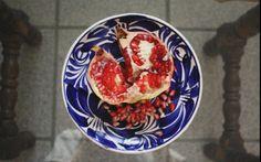Comiendo granada en la casa, Guadalajara, México.  Foto por Rebecca Bewick, Junio, 2014. // 35mm film.