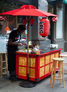 This Yatai (ya-tie) cart I had designed for my grill to enhance the yakitori experience you can see me at Sake Nomi or at your next party. Sushi, Siomai, Mobile Food Cart, Food Cart Design, Japanese Bar, Bike Food, Street Coffee, Ramen Shop, Meals On Wheels