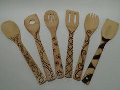 Creative Wood Burning Pyrography Home Decor - LittlePieceOfMe Wood Burning Crafts, Wood Burning Patterns, Wood Burning Art, Wood Spoon, Wood Burner, Utensil Set, Craft Night, Wooden Crafts, Pyrography