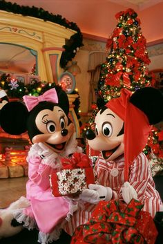 Another Day Closer To Christmas Mickey Mouse Christmas Christmas Tree Christmas  Quotes Disney Christmas Christmas Quote Christmas Countdown Minney Mouse