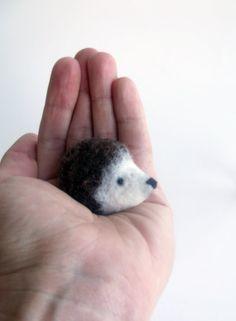 Little Brown Igel no2 Felted Tier Brosche Igel von ShishLOOKdesign