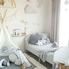 Kinderzimmer für Jungs mit Kuschel-Tipi.