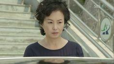 Yoon Sung's mom.