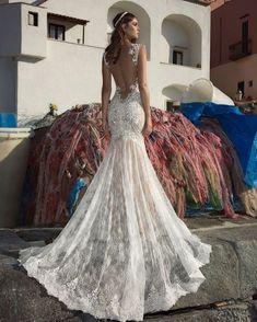 #stylist #styling #style #classic #bridal #brides #igers #white #wedding #weddingday #weddinghair #weddingtime #weddingdress #weddingplanner #weddingphotography #love #lovely #pinterest #picoftheday #planner #perfect #julievino http://gelinshop.com/ipost/1522171822630809203/?code=BUf1zU3BK5z