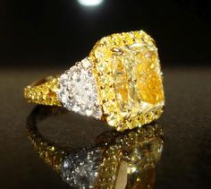 ....5.87carat Natural Color Yellow Diamond Ring
