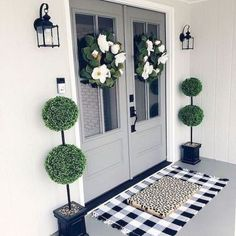 If you are looking for Living Room Decor Ideas, You come to the right place. Below are the Living Room Decor Ideas. This post about Living Room Decor Ideas was p. Front Door Decor, Front Door Entry, Fromt Porch Decor, Fromt Porch Ideas, Front Porch Decorations, Front Porch Lights, Front Door Mats, Porch Entrance Ideas, Double Doors Entryway