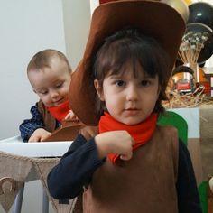 Görüntünün olası içeriği: 2 kişi, bebek ve çocuk Biryani, Chair, Instagram, Decor, Decoration, Stool, Decorating, Chairs, Deco
