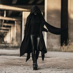 Discover recipes, home ideas, style inspiration and other ideas to try. Mafia Outfit, Assassin Costume, Estilo Dark, Female Assassin, Apocalyptic Fashion, Cool Outfits, Fashion Outfits, Stylish Outfits, Hooded Cardigan