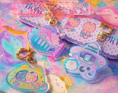 Acrylic Keychains, Acrylic Charms, Kawaii Jewelry, Kawaii Accessories, Kawaii Shop, Kawaii Art, Kawaii Bedroom, Iphone Wallpaper Glitter, Cute Room Ideas