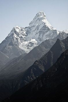 Ama Dablam mountain, in Nepal Himalayas Up In The Mountains, Mountain High, How Tall Is The Mountain, Mountains Of The World Beautiful World, Beautiful Places, Landscape Photography, Nature Photography, Camping Photography, Mountain Photography, Photography Backgrounds, Monte Everest, Gray Aesthetic