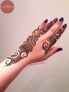 Big bold swirls with delicate details. Henna design by Lal Hatheli