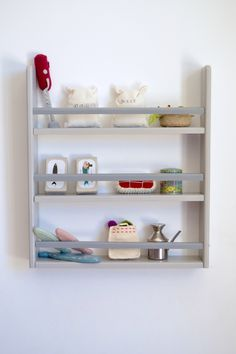 Wooden shelf #kidsroom #macarenabilbao