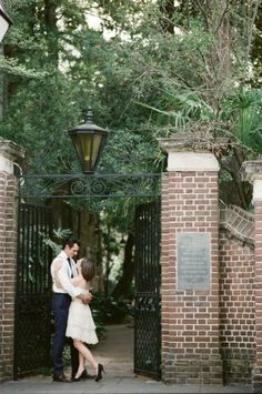 Charleston Engagement Photo Ideas | photography by http://www.loveandbemarried.com