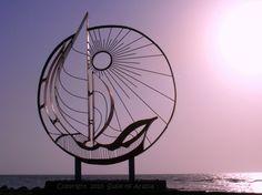 Monument by the Jeddah Corniche by Egyptian artist Mustafa Senbel