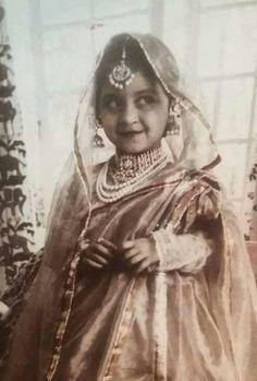 ideas vintage photography women inspiration makeup for 2019 Vintage Photography Women, Royal Family Portrait, Royal Indian, Indian Princess, Vintage India, Evolution Of Fashion, Royal Brides, Indian Beauty Saree, Vintage Ladies
