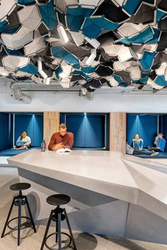 World's Coolest Offices: Wide Open Spaces – Office lounge Commercial Interior Design, Shop Interior Design, Commercial Interiors, Corporate Interiors, Office Interiors, San Francisco Design, Open Ceiling, Amiens, Office Lounge