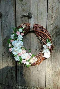 Diy Wreath, Grapevine Wreath, Wreath Tutorial, Easter Wreaths, Flower Decorations, Diy Clothes, Diy And Crafts, Creations, Bouquet