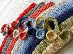 handknitted hangers on strikk Beginner Crochet Projects, Crochet For Beginners, Crochet Stitches, Crochet Patterns, Coat Hanger, Crochet Home, Projects To Try, Embroidery, Blanket