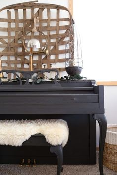 Black chalk painted piano for the modern farmhouse. 4 steps to painting a piano.