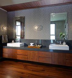 How can I use wallpaper in the bathroom? Bathroom Inspiration, Interior, Elegant Bathroom, Luxury Bathroom, Bathroom Renos, Bathroom Mirror, Bathroom Interior Design, House Interior, Patio Interior