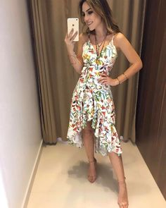 Vestido floral amarelo Summer Wedding Outfits, Summer Outfits, Looks Style, Flower Dresses, Work Fashion, Chic Outfits, Dress Skirt, Fashion Dresses, Womens Fashion