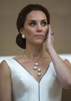 Kate Middleton Pearl Pendant - Kate Middleton matched her earrings with a multi-pearl pendant necklace. Pearl Pendant Necklace, Diy Necklace, Necklace Designs, Pearl Jewelry, Beaded Jewelry, Jewelry Necklaces, Handmade Jewelry, Jewellery, Bijoux Design