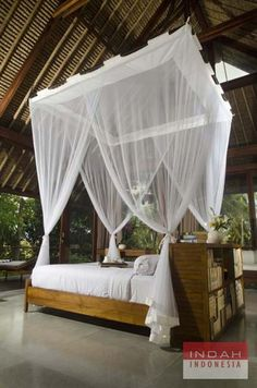 Four Poster Bed in Red Door Villa