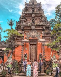 Ubud Temple - Beyond Bali's obvious aesthetic beauty, some of Bali's most incredible wonders are the cultural ones! This gorgeous complex is one of the top cultural must-sees in Ubud, Bali's spiritual epicentre. Travel Aesthetic, Aesthetic Beauty, Bali Activities, Bali Retreat, Web Design, Gap Year, Bali Travel, Ubud, Travel Goals