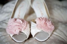 Wedding Photography: Meaghan Elliott Photography / Flowers: Kathy McCormick / Wedding Ceremony & Reception Location: