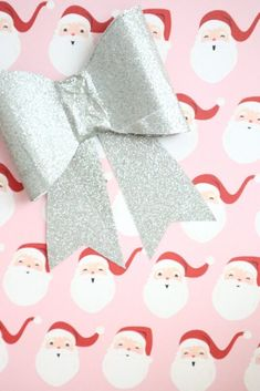 I'm not kidding, this really is an insanely simple DIY duck tape bow to make. Your packages will be showstoppers this Christmas day! Crafts To Make And Sell Unique, Sell Diy, Crafts To Sell, Diy Crafts, Mason Jar Crafts, Mason Jar Diy, Diy Wedding Reception, Duck Tape, Paper Flowers Diy