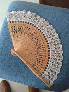 Ruan, Bobbin Lacemaking, Hand Fan, Paris, Knitting, Embroidery, Hand Fans, Bangle Bracelets, Lugares