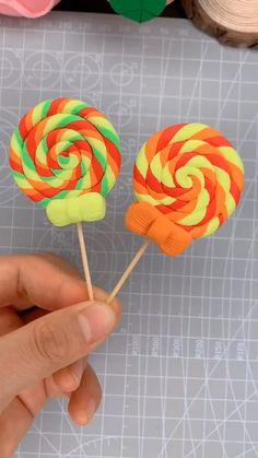Polymer Clay Kawaii, Polymer Clay Crafts, Diy Clay, Polymer Clay Disney, Cake Decorating Videos, Cake Decorating Techniques, Clay Crafts For Kids, Diy For Kids, Fondant Flower Tutorial
