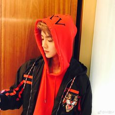 Lu Han 鹿晗 || 170317 Lu Han Weibo Update: Today is Friday, XXV to be Continued, HaHa