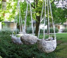 And now I want to try it! Everything you are about to see here was made with plarn: yarn made from plastic bags. The benefits of using plarn are many. Plastic bags are plentiful and available for f…