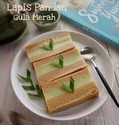 - 300 ml santan - 100 ml susu kental manis Easy Cake Recipes, Snack Recipes, Dessert Recipes, Cooking Recipes, Snacks, Diet Recipes, Indonesian Desserts, Asian Desserts, Indonesian Cuisine