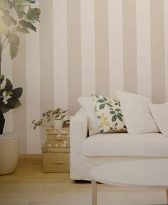 Papel Pintado de rayas beige Wall Decals, Love Seat, Living Room Decor, Accent Chairs, Couch, Beige, Furniture, Home Decor, Ideal House