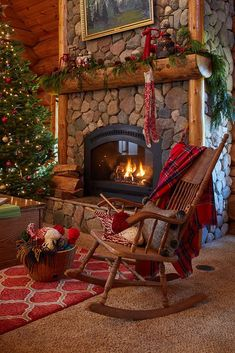 Pin for Later: COZY CABIN RUSTICS. Tour this beautiful log cabin - love the stone fireplace with a roaring fire. Diy Christmas Fireplace, Home Fireplace, Christmas Mantels, Cozy Christmas, Fireplace Design, Country Christmas, Beautiful Christmas, Cabin Christmas Decor, Christmas Decorations
