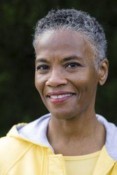 FÄLLIGES WEB COLLECTION Kurze Grau Weiblich Curly Kraus Afro Ethnische Frauen Frisuren hairstyles