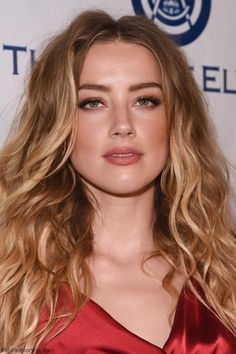Stunning Amber Heard with soft brown makeup look at The Art of Elysium's 2016…