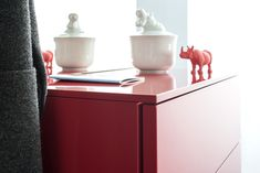 Hochwertig und äußerst flexibel - mit dem Programm #ted von #sudbrock gibt es für jede noch so komplizierte Räumlichkeit eine Lösung. #ideenhaus #rodemann #bochum #creativity #garderobe #flur #diele #möbel #interiordesign #furniture #lifestyle #ideen #inspiration #atmosphere #einrichtung #home #zuhause - Reklame Furniture, Inspiration, Table, Interiordesign, Post, Ted, Home Decor, Detail, Dress