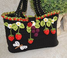 Ravelry: Strawberry Tote Bag / Basket pattern by Marcelline Simonotti